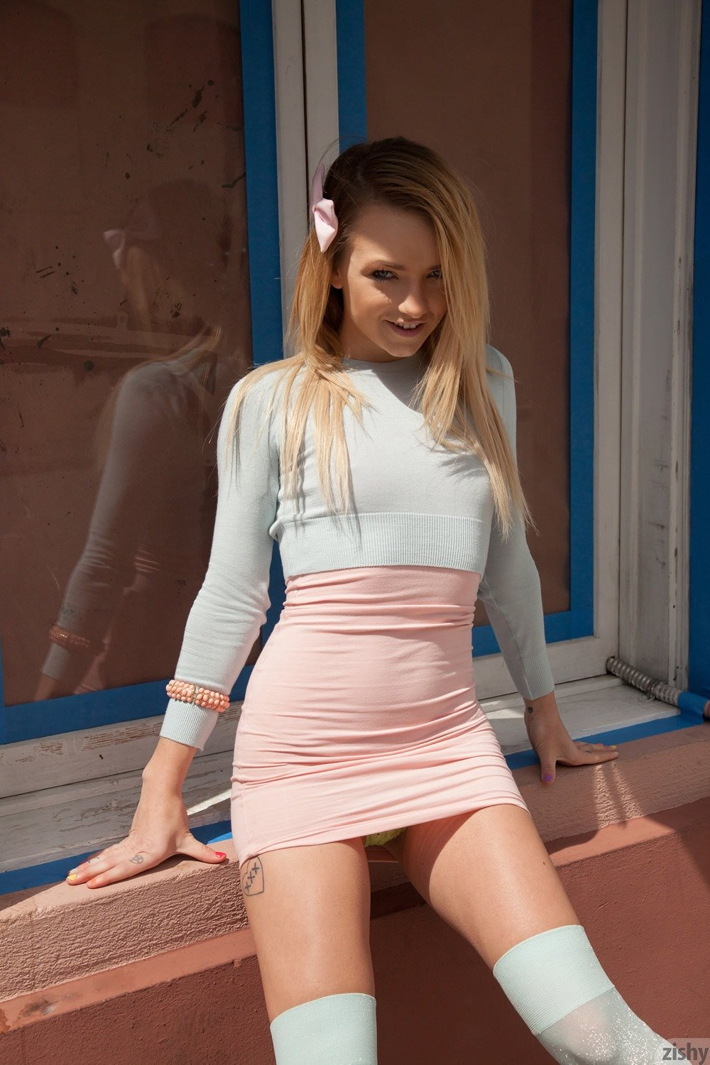 thick and curvey porn model