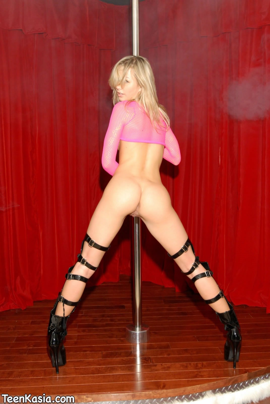 young nude babes in pole