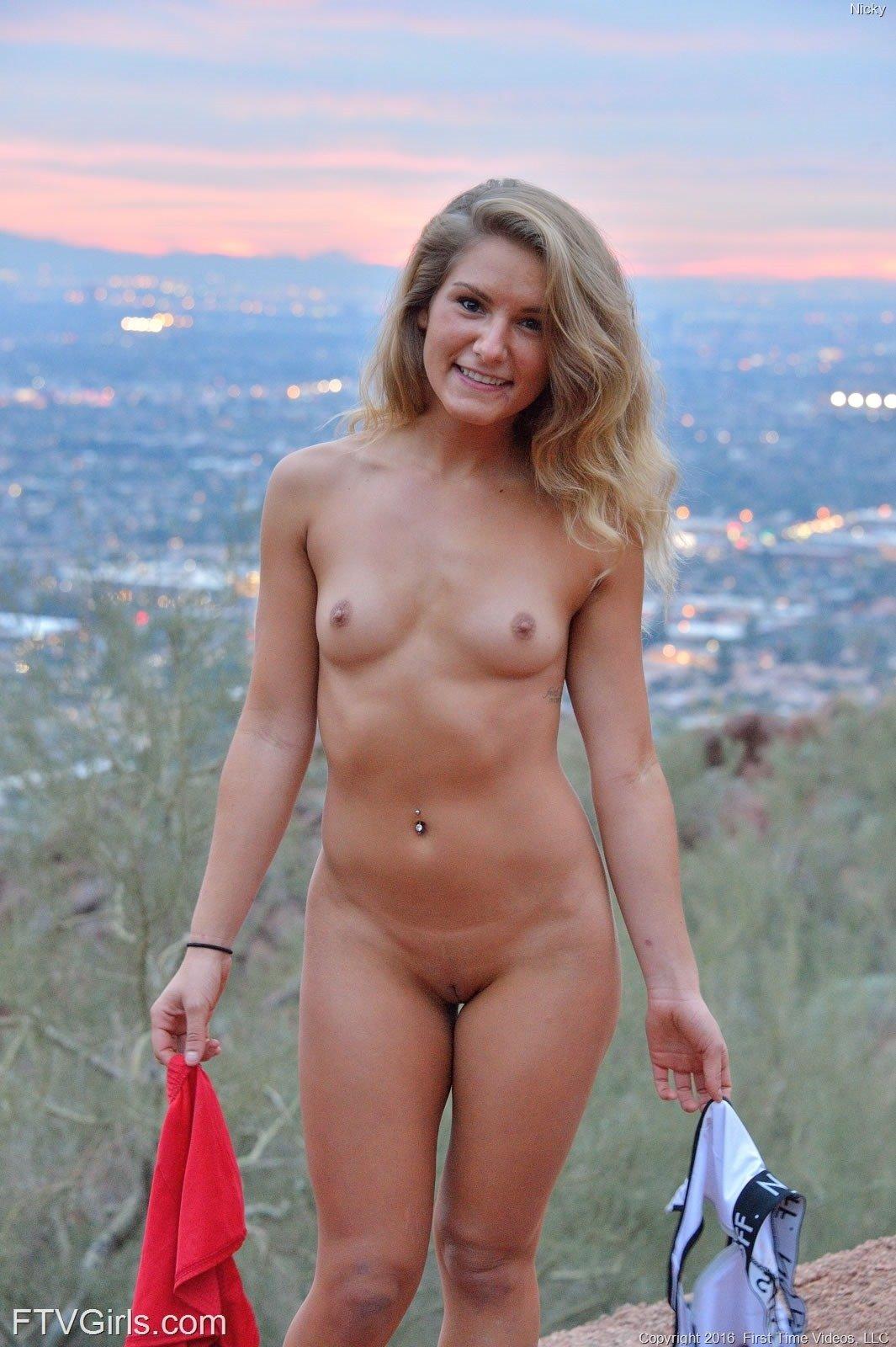 hot nude women lov beads