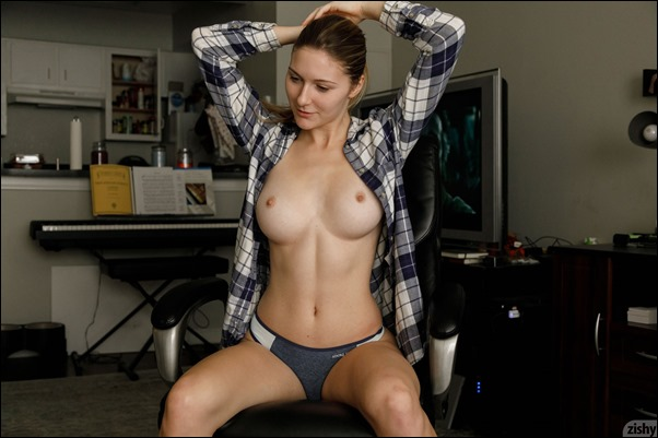zishy-katie-plaid-tits-01